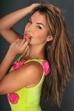 Πορτρέτο του όμορφου μοντέλου μόδας μπανιερών του Λατίνα στοκ εικόνες με δικαίωμα ελεύθερης χρήσης