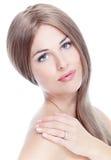 Πορτρέτο του όμορφου νέου κοριτσιού με το καθαρό δέρμα. στοκ εικόνα με δικαίωμα ελεύθερης χρήσης