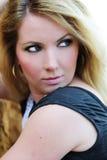Πορτρέτο του όμορφου ξανθού κοντινού αιχμαλώτου αργίλου Στοκ Φωτογραφίες