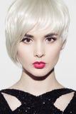 πορτρέτο του όμορφου προτύπου με τα τέλεια στιλπνά ξανθά μαλλιά Στοκ εικόνες με δικαίωμα ελεύθερης χρήσης