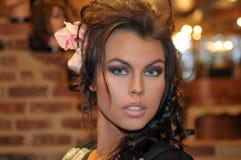 Πορτρέτο του όμορφου προτύπου μόδας με τη σύνθεση glamor στοκ φωτογραφίες