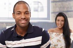 Πορτρέτο του όμορφου χαμόγελου μαύρων στοκ εικόνες με δικαίωμα ελεύθερης χρήσης