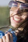 Πορτρέτο του atractive νέου χαμόγελου γυναικών Στοκ Εικόνα