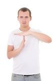 Πορτρέτο του gesturing χρονικού έξω σημαδιού νεαρών άνδρων που απομονώνεται στο λευκό Στοκ εικόνα με δικαίωμα ελεύθερης χρήσης