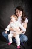 Πορτρέτο του mum με ένα μικρό μωρό Στοκ Εικόνες