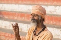 Πορτρέτο του sadhu Shaiva, ιερό άτομο στο Varanasi, Ινδία Στοκ Φωτογραφίες