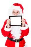 Πορτρέτο του santa που δείχνει στην ψηφιακή ταμπλέτα Στοκ φωτογραφία με δικαίωμα ελεύθερης χρήσης