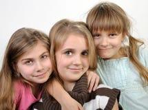 Πορτρέτο των ευτυχών χαμογελώντας κοριτσιών στοκ εικόνα