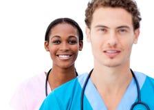 Πορτρέτο των νέων γιατρών που στέκονται σε μια σειρά Στοκ φωτογραφίες με δικαίωμα ελεύθερης χρήσης