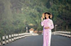Πορτρέτο των ταϊλανδικών κοριτσιών με το AO Dai Στοκ Εικόνα