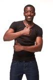 Πορτρέτο των όμορφων νεολαιών που χαμογελούν το αφρικανικό άτομο στοκ εικόνα με δικαίωμα ελεύθερης χρήσης