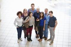 Πορτρέτο των ώριμων σπουδαστών στη σειρά μαθημάτων μεταδευτεροβάθμιας εκπαίδευσης Στοκ Εικόνες