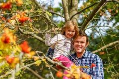 Πορτρέτο φθινοπώρου με ashberry Στοκ φωτογραφίες με δικαίωμα ελεύθερης χρήσης