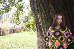 Πορτρέτο φθινοπώρου του όμορφου κοριτσιού εφήβων Στοκ Φωτογραφία