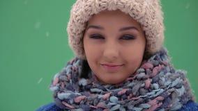 Πορτρέτο χειμερινών νέο γυναικών απόθεμα βίντεο