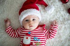 Πορτρέτο Χριστουγέννων χαριτωμένου λίγο νεογέννητο αγοράκι στοκ φωτογραφίες με δικαίωμα ελεύθερης χρήσης