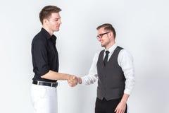 Πορτρέτο δύο επιχειρηματιών που τινάζουν την επιχείρηση χεριών που ασχολείται succe Στοκ φωτογραφίες με δικαίωμα ελεύθερης χρήσης