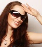 Πορτρέτο Brunette με τα γυαλιά ηλίου Στοκ Εικόνες
