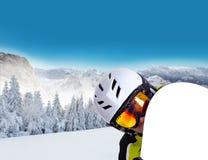 Πορτρέτο Snowboarder με το χιονώδες τοπίο Στοκ εικόνες με δικαίωμα ελεύθερης χρήσης