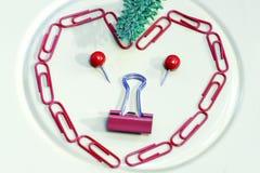 Πορτρέτο ST-Valentin's που εμφανίζεται στο γραφείο pushpins και το μαλάκιο στοκ εικόνα με δικαίωμα ελεύθερης χρήσης