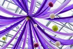Πορφυρά κορδέλλες και μπαλόνια Στοκ Εικόνες