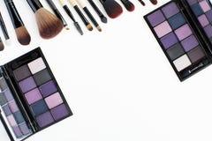 πορφυρές σκιές και makeup βούρτσες ματιών τόνου καθορισμένες Στοκ Φωτογραφίες