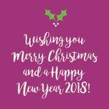 Πορφυρή ρόδινη Χαρούμενα Χριστούγεννα και ευχετήρια κάρτα καλής χρονιάς Στοκ φωτογραφία με δικαίωμα ελεύθερης χρήσης