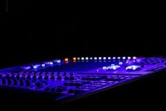 Πορφυρός και μπλε ελαφρύς ελεγκτής για μια σκηνή με μια επίδειξη Στοκ Εικόνα