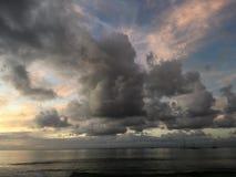 Πορφυρό ηλιοβασίλεμα στον κόλπο Hanalei Kauai στο νησί στη Χαβάη Στοκ εικόνες με δικαίωμα ελεύθερης χρήσης