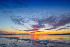 Πορφυρό ηλιοβασίλεμα παγωμένο Στοκ φωτογραφία με δικαίωμα ελεύθερης χρήσης