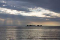 Πορφυρό ηλιοβασίλεμα RÃo de Λα Plata από την Ουρουγουάη Στοκ εικόνες με δικαίωμα ελεύθερης χρήσης