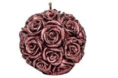 Πορφυρό κερί με τα τριαντάφυλλα σε μια άσπρη κινηματογράφηση σε πρώτο πλάνο υποβάθρου στοκ εικόνα