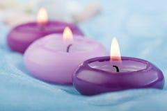 πορφυρό μετάξι 2 κεριών μωρών &mu Στοκ Εικόνες