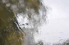 πορφυρό παράθυρο βροχής Στοκ φωτογραφία με δικαίωμα ελεύθερης χρήσης