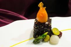 Πορφυρό πιάτο κροτίδων ρυζιού Στοκ Φωτογραφίες