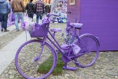 Πορφυρό ποδήλατο Στοκ Φωτογραφίες