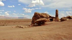 Πορφυρό σπίτι κατοίκων απότομων βράχων στην Αριζόνα στοκ εικόνα