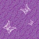 Πορφυρό σχέδιο φύλλων με τις πεταλούδες Στοκ Φωτογραφίες
