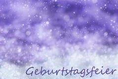 Πορφυρό υπόβαθρο Χριστουγέννων, Snowflakes, γιορτή γενεθλίων μέσων Geburtstagsfeier Στοκ φωτογραφία με δικαίωμα ελεύθερης χρήσης