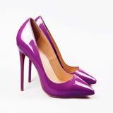 Πορφυρό υψηλό παπούτσι γυναικών τακουνιών Στοκ Εικόνα