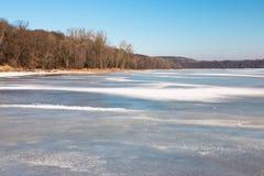 Ποτάμι Μισισιπή στο χειμώνα, Μινεσότα, ΗΠΑ Στοκ Εικόνες