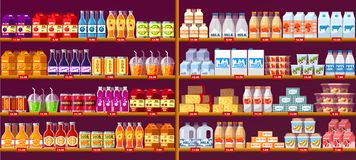 Ποτά και γαλακτοκομείο χυμού στα ράφια ή την προθήκη καταστημάτων ελεύθερη απεικόνιση δικαιώματος