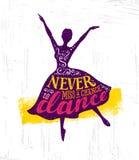 Ποτέ η Δεσποινίς μια πιθανότητα να χορεψει έννοια αφισών αποσπάσματος κινήτρου Ενθαρρυντικό δημιουργικό αστείο χορεύοντας κορίτσι διανυσματική απεικόνιση