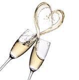 Ποτήρια της σαμπάνιας με τον παφλασμό μορφής καρδιών Στοκ Φωτογραφίες