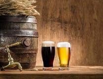 Ποτήρια του βαρελιού μπύρας και αγγλικής μπύρας Στοκ Φωτογραφίες