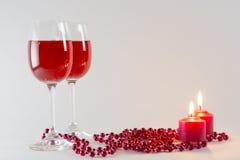Ποτήρια του κρασιού και ενός κεριού Στοκ εικόνα με δικαίωμα ελεύθερης χρήσης