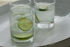 Ποτήρια του νερού & του ασβέστη Στοκ Εικόνες