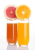 Ποτήρια του υγιούς γκρέιπφρουτ και του χυμού από πορτοκάλι Στοκ Εικόνες