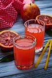 Ποτήρια του φρέσκου χυμού από πορτοκάλι αίματος Στοκ εικόνες με δικαίωμα ελεύθερης χρήσης
