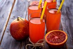 Ποτήρια του φρέσκου χυμού από πορτοκάλι αίματος Στοκ φωτογραφίες με δικαίωμα ελεύθερης χρήσης